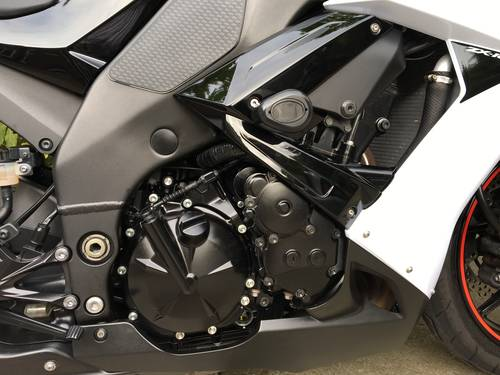 2009 Kawasaki ZX10R, 10000miles, Exceptional Condition SOLD (picture 4 of 6)