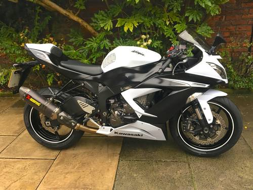 2013 Kwasaki ZX6R 636 Ninja, 8900 miles, Exceptional SOLD (picture 1 of 6)