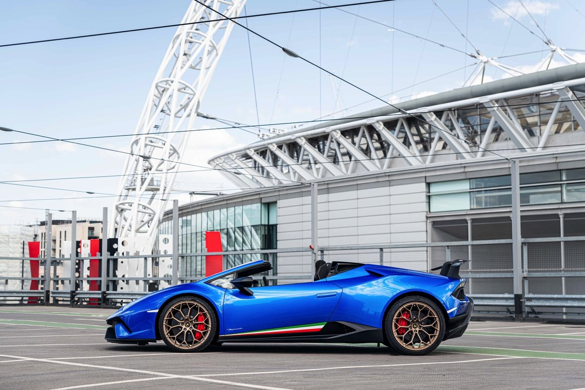 2018 (68) Lamborghini Huracan Performante Spyder For Sale (picture 2 of 6)