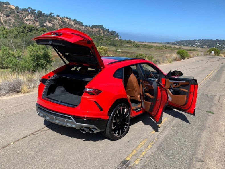 2019 Lamborghini Urus SUV AWD Fast 650-HP only 1.7k miles For Sale (picture 2 of 6)