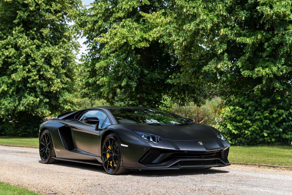 2017 (17) Lamborghini Aventador S - £229,995 For Sale (picture 1 of 6)