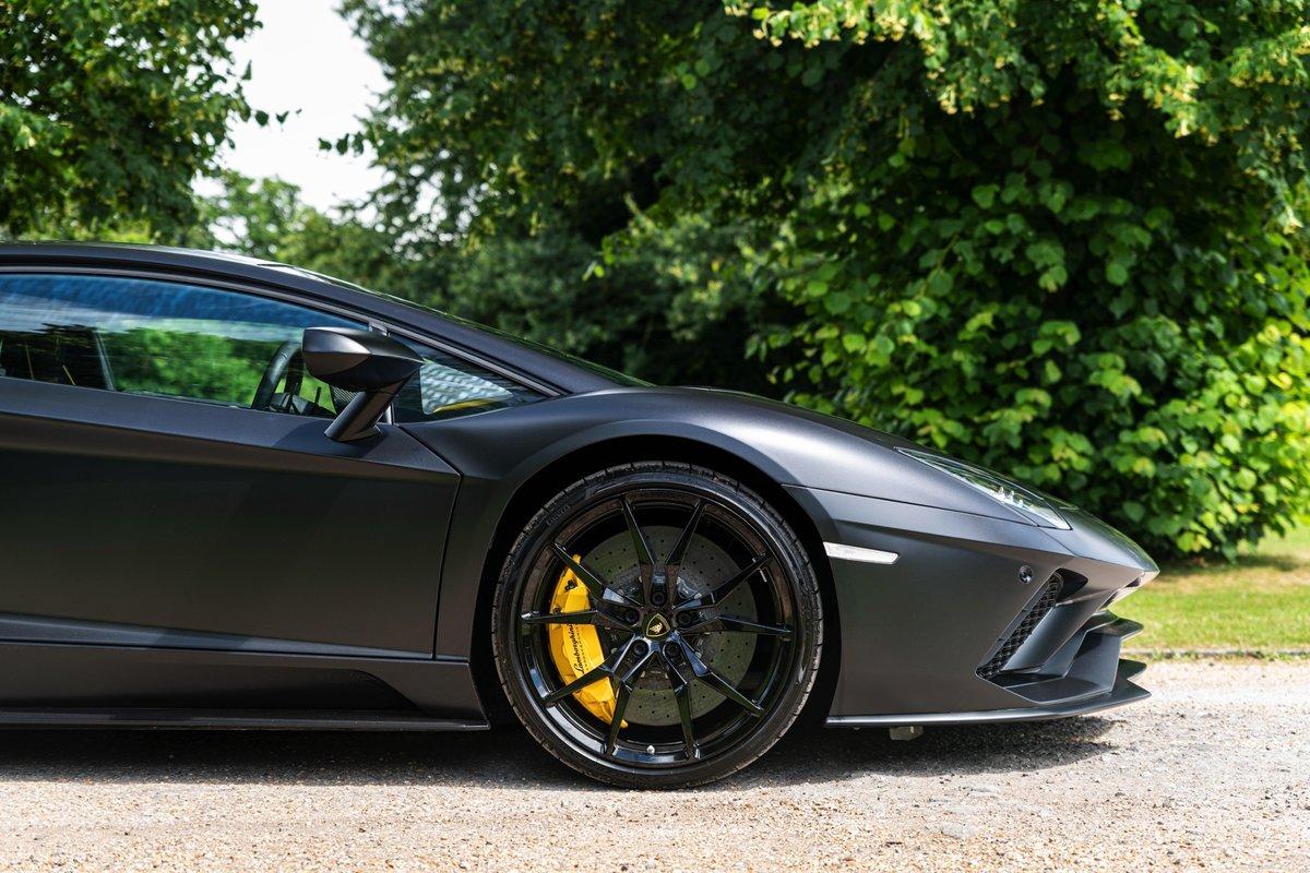 2017 (17) Lamborghini Aventador S - £229,995 For Sale (picture 2 of 6)