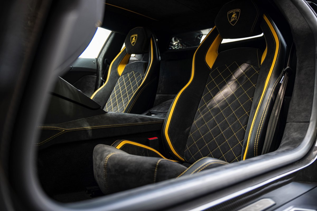 2017 (17) Lamborghini Aventador S - £229,995 For Sale (picture 4 of 6)