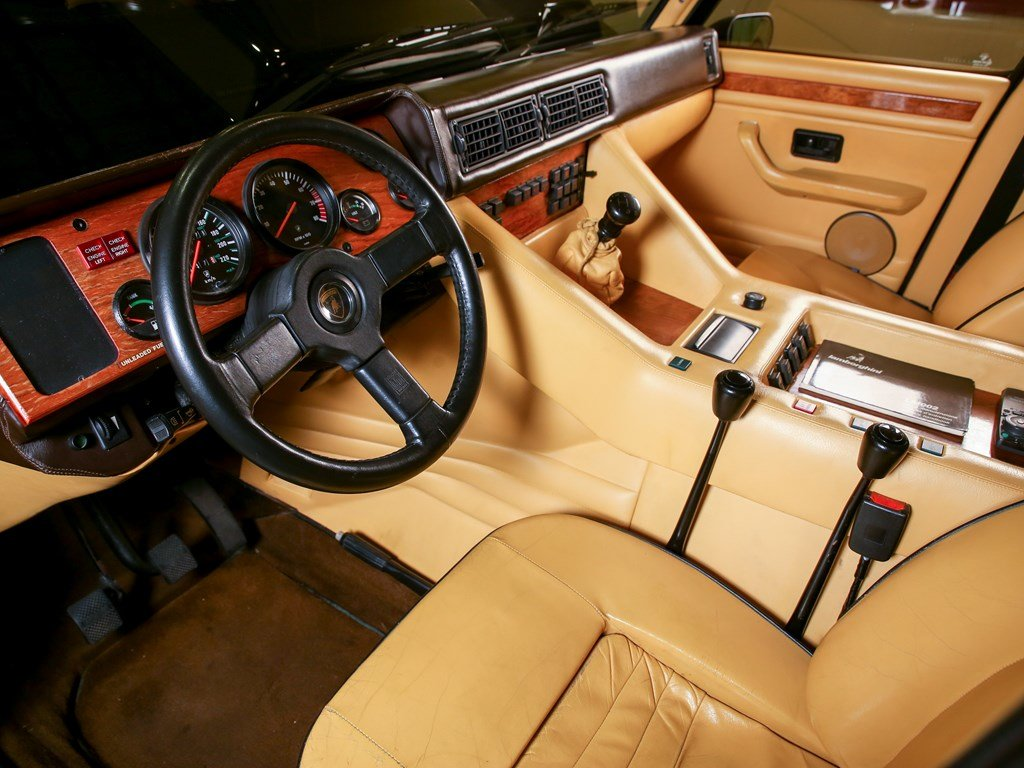1992 Lamborghini LM002  For Sale by Auction (picture 4 of 6)