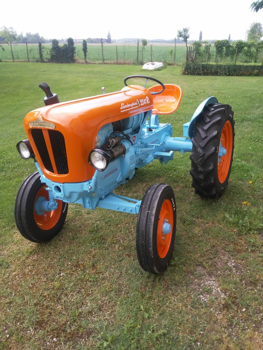 1960 Lamborghini tractor oldtimer 2241R restoration SOLD (picture 1 of 6)