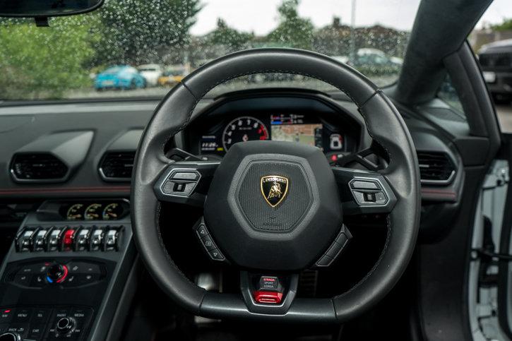Lamborghini Huracan 2015 SOLD (picture 4 of 6)