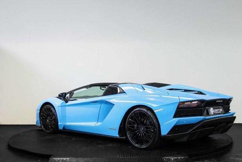 Lamborghini Aventador Roadster S - 2018 - 6K Miles For Sale (picture 4 of 6)
