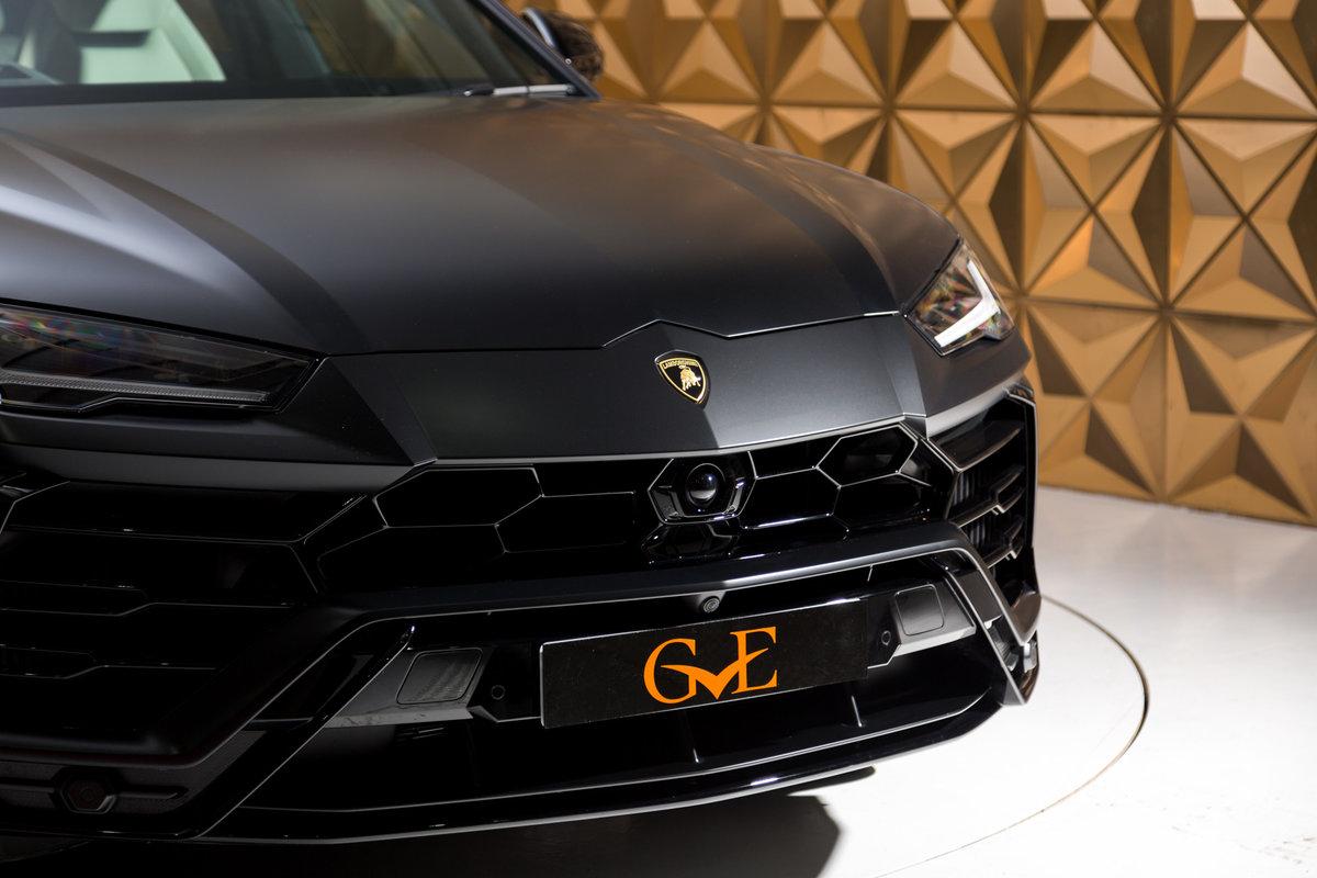 2020 Lamborghini Urus SOLD (picture 4 of 12)