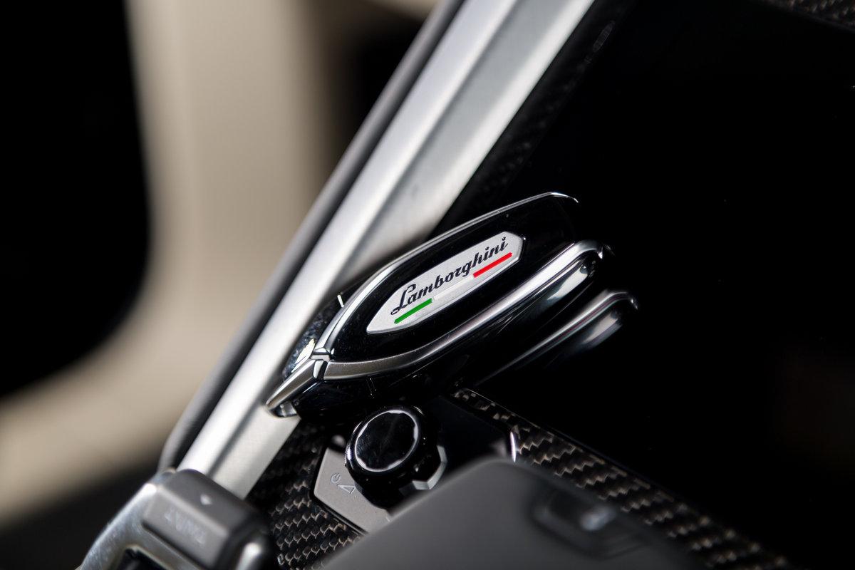 2020 Lamborghini Urus SOLD (picture 7 of 12)