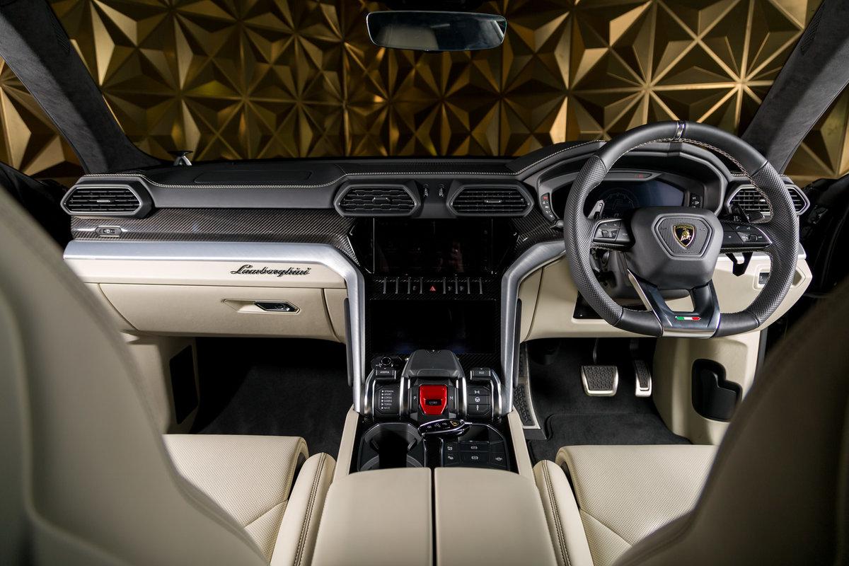 2020 Lamborghini Urus SOLD (picture 8 of 12)