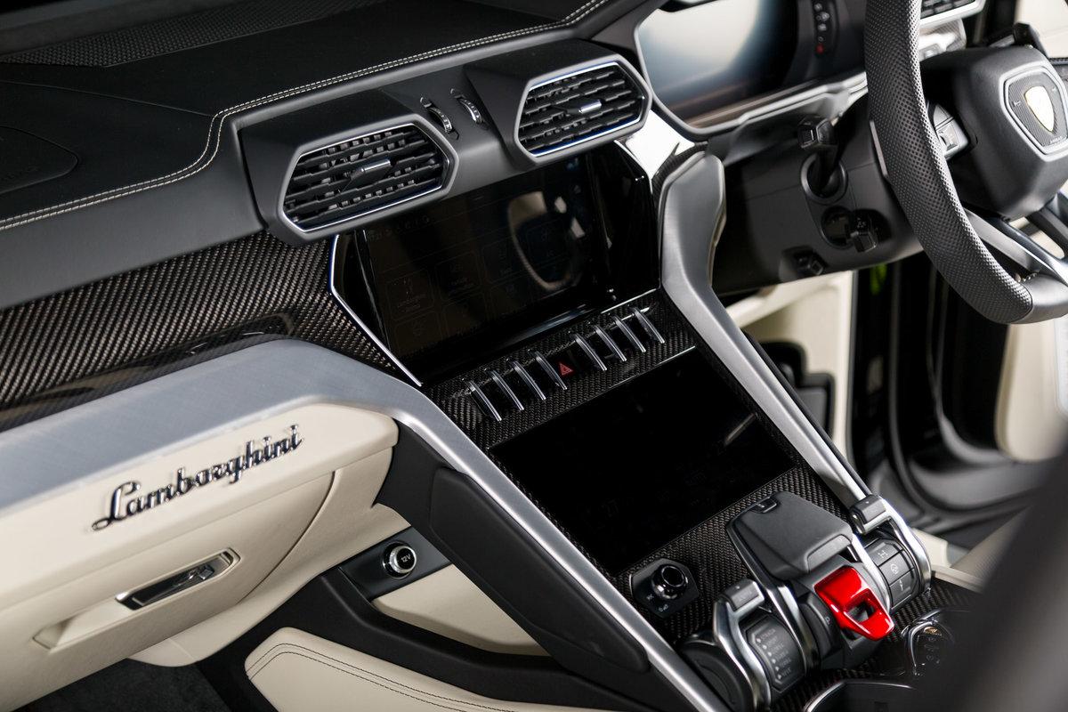 2020 Lamborghini Urus SOLD (picture 11 of 12)