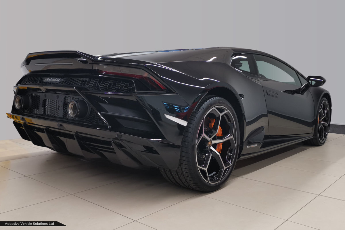 2021 Physically Available Now – Lamborghini Huracan Evo V10 Coupe For Sale (picture 2 of 3)