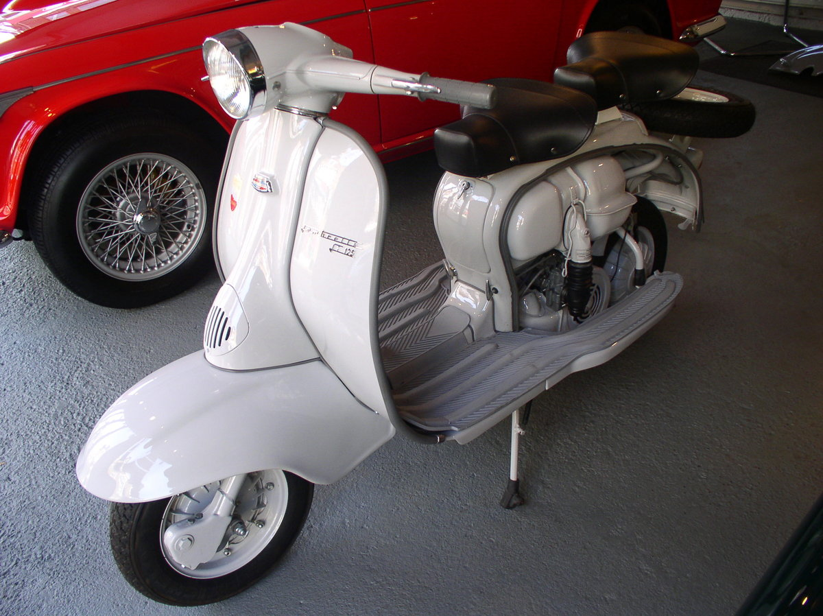 1961 LAMBRETTA LI 125 - FULLY RESTORED TO AS NEW CONDITION For Sale (picture 2 of 6)