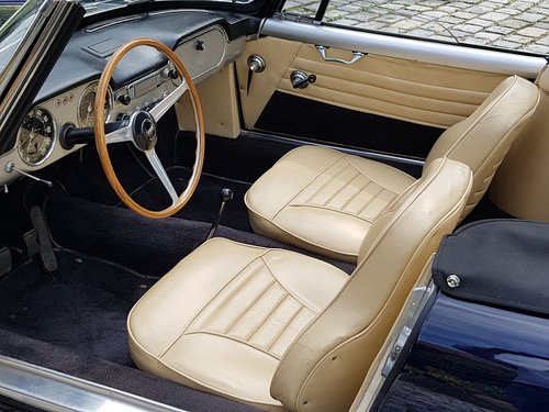 1961 Lancia Flaminia 2.5 1C Touring Convertible For Sale (picture 4 of 6)