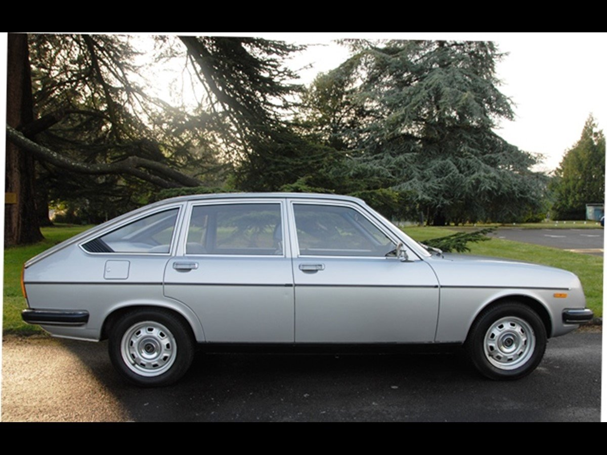 1979 LANCIA BETA BERLINA 2.0 AUTO - LOW MILEAGE SOLD (picture 2 of 6)