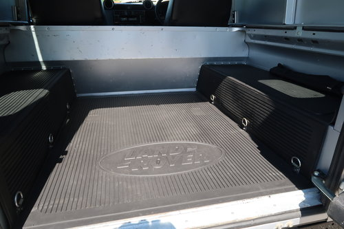 2014 Land Rover Defender 90 2.2TD County HARD TOP  SOLD (picture 5 of 6)