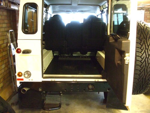 2014 LAND ROVER DEFENDER 110 TDCI STATION WAGON For Sale (picture 5 of 6)