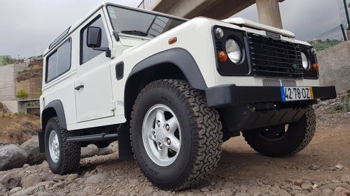 Land Rover Defender 90 Td5 - 6 Seats ( 82000 Mls ) For Sale (picture 1 of 6)