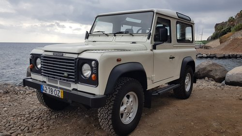 Land Rover Defender 90 Td5 - 6 Seats ( 82000 Mls ) For Sale (picture 2 of 6)