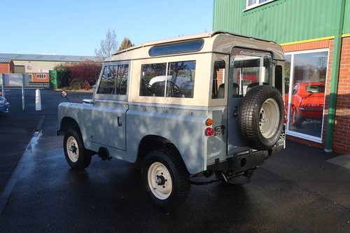 1968 Landrover Series 2a with Safari Roof - Immaculate   For Sale (picture 2 of 6)