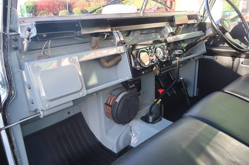 1968 Landrover Series 2a with Safari Roof - Immaculate   For Sale (picture 3 of 6)