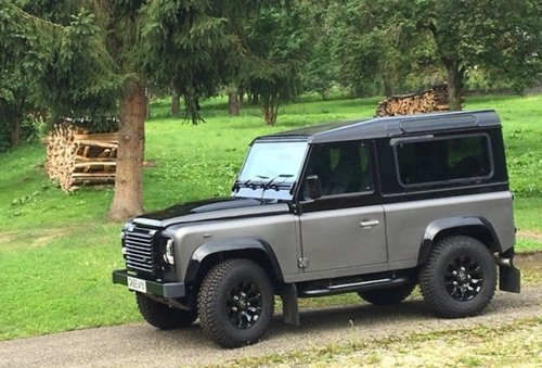 2016 like new Defender Autobigraphy RHD For Sale (picture 1 of 6)