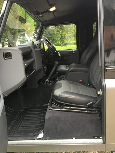 2016 like new Defender Autobigraphy RHD For Sale (picture 4 of 6)