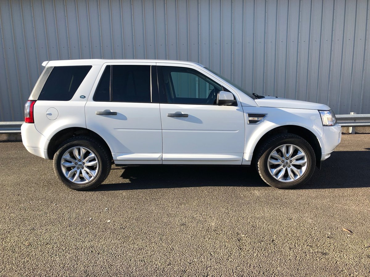 2011  LAND ROVER FREELANDER 2 SD4 XS 5D 2.2 AUTO 190 BHP For Sale (picture 2 of 6)