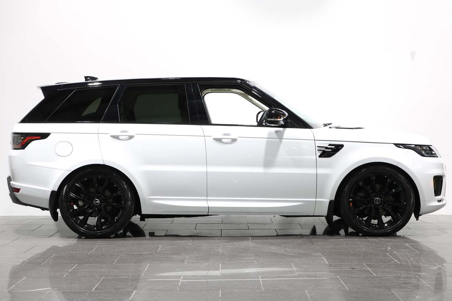 2018 68 RANGE ROVER SPORT 3.0 SDV8 HSE AUTO For Sale (picture 2 of 6)