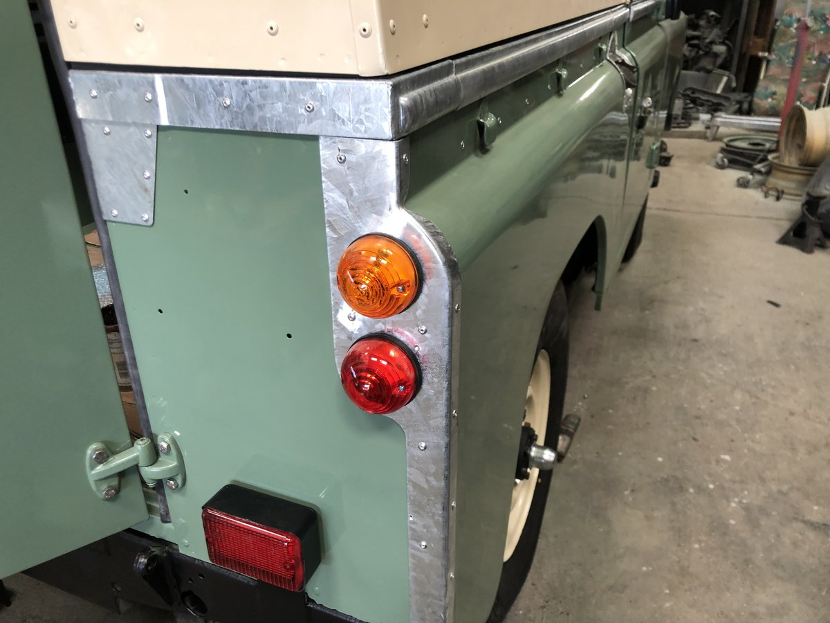 1983 Land Rover Series 3 galvanised chassis/doors. Restored SOLD (picture 4 of 6)