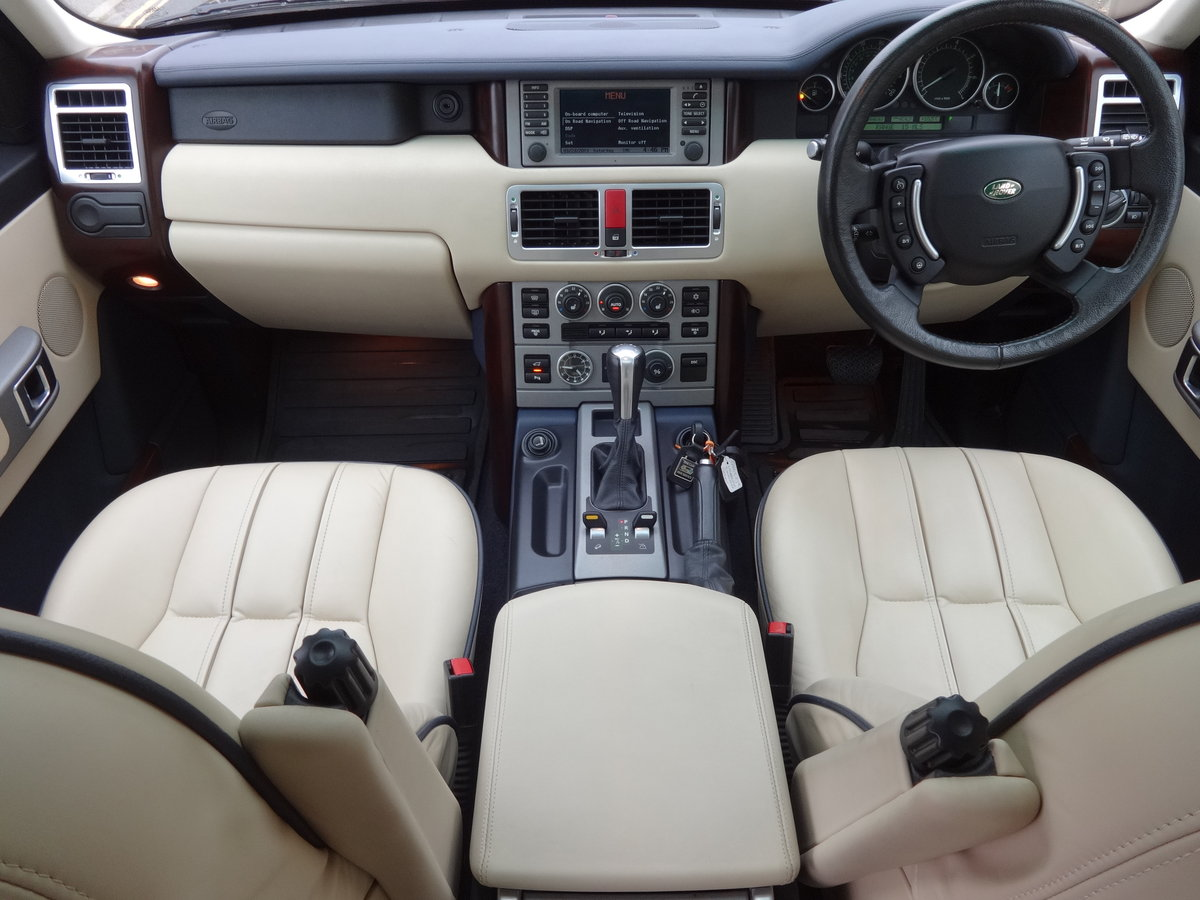 2004 RangeRover Vogue 4.4 V8 Low mileage 1 owner SOLD (picture 5 of 6)