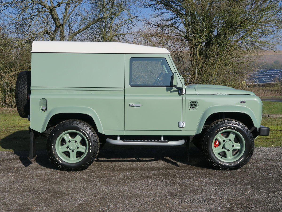 2016 Land Rover Defender 90 Hard Top 2.2TDCi 122 Heritage 6Spd Tw For Sale (picture 3 of 6)