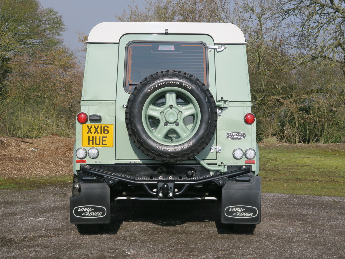 2016 Land Rover Defender 90 Hard Top 2.2TDCi 122 Heritage 6Spd Tw For Sale (picture 4 of 6)