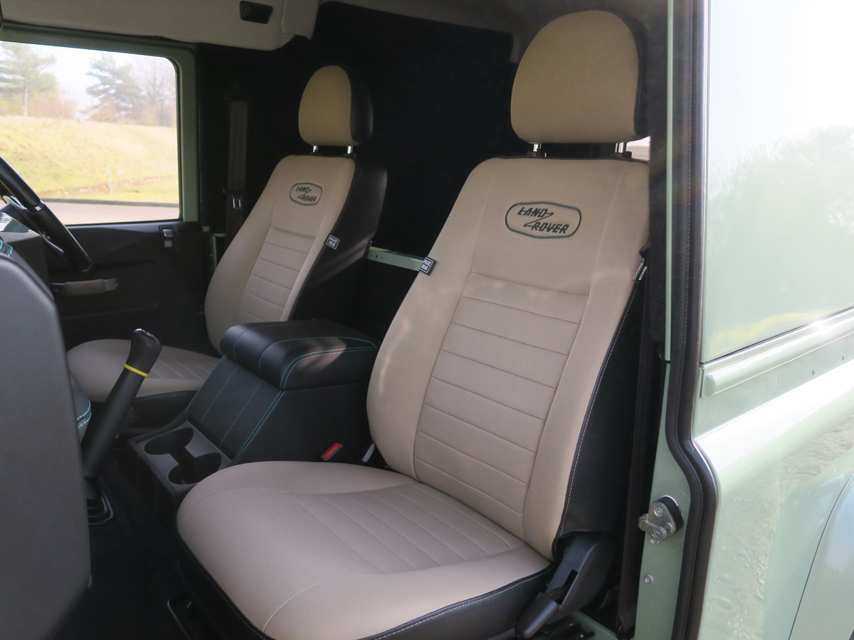 2016 Land Rover Defender 90 Hard Top 2.2TDCi 122 Heritage 6Spd Tw For Sale (picture 5 of 6)