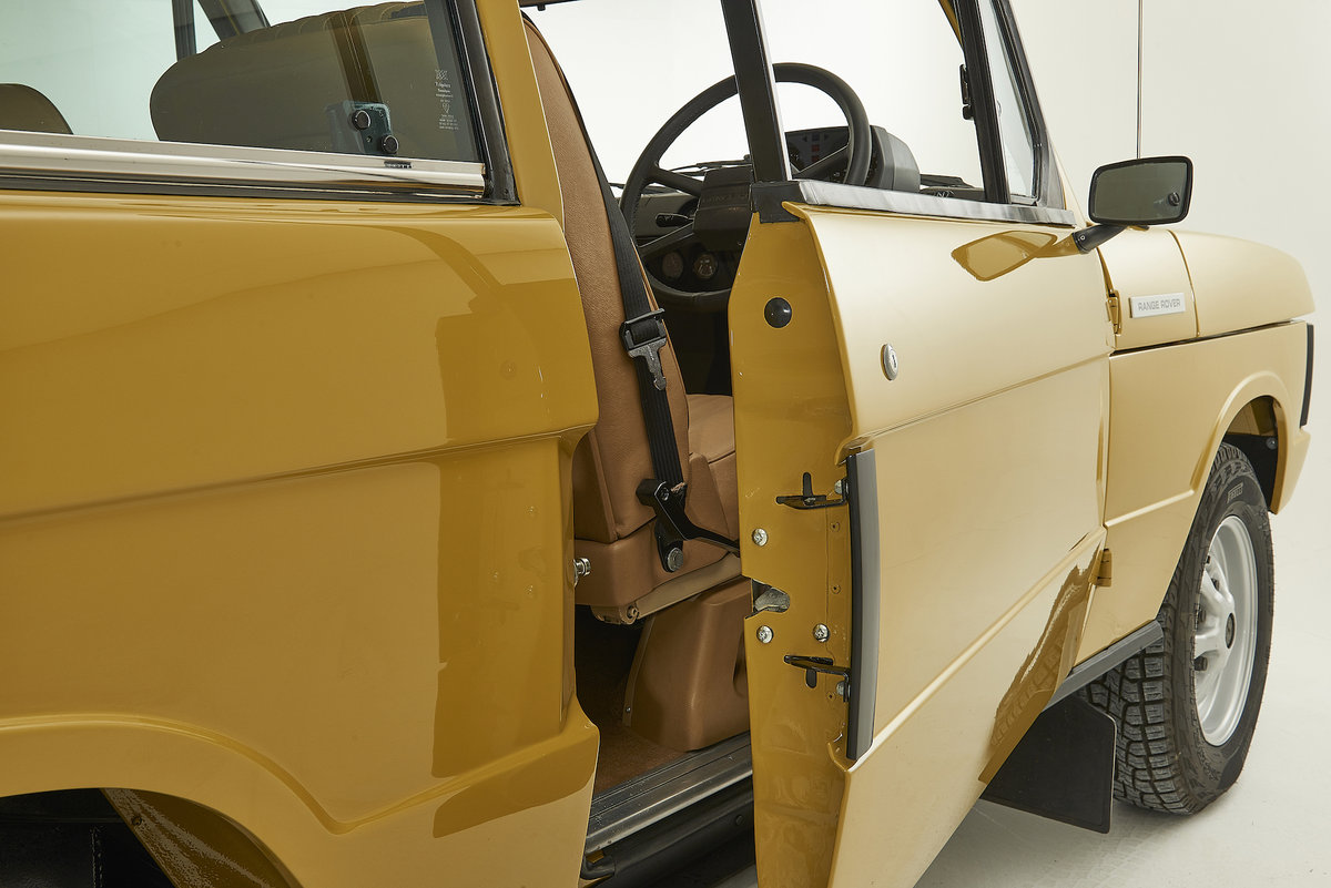 Kingsley Restored 1977 Range Rover 2 Door in Bahama Gold For Sale (picture 3 of 12)