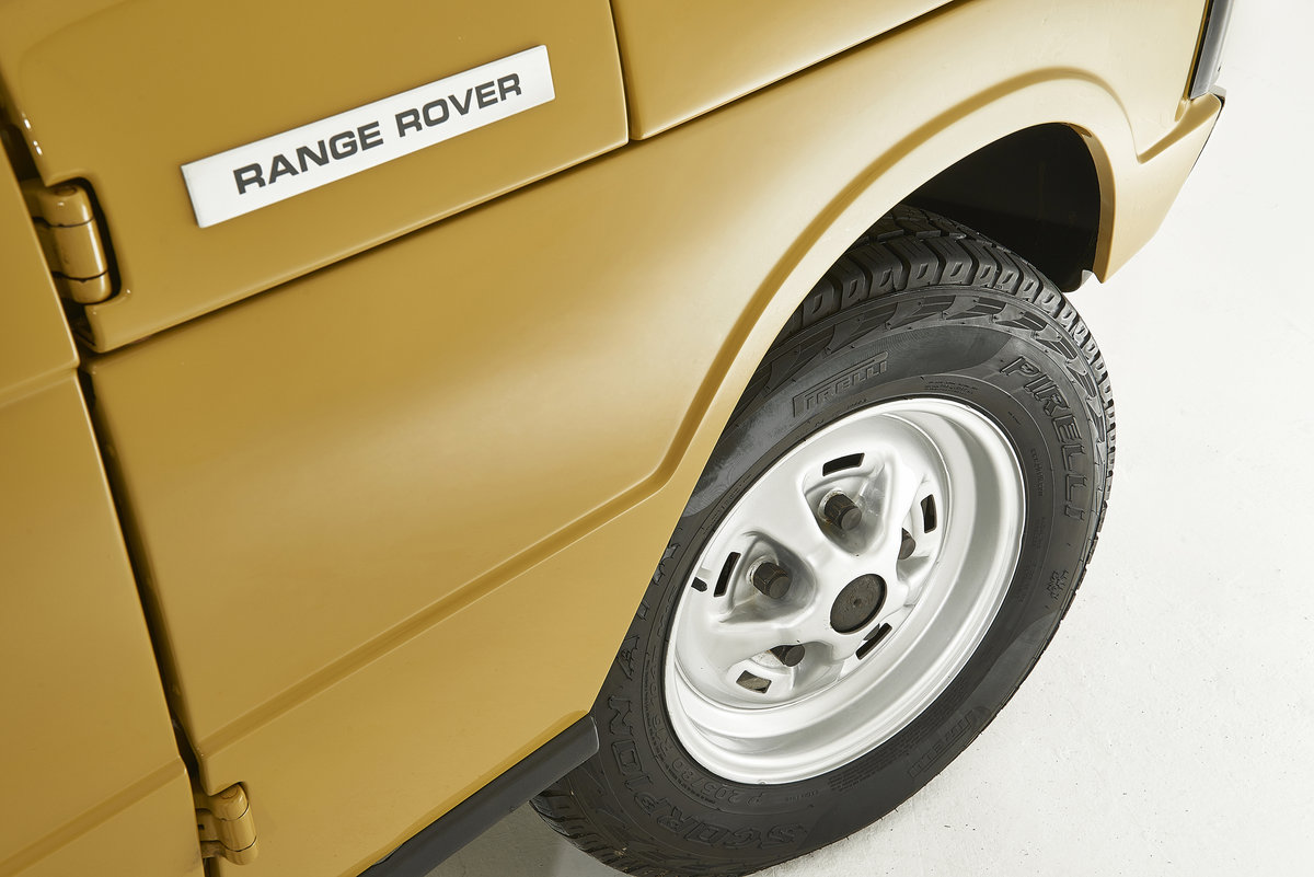 Kingsley Restored 1977 Range Rover 2 Door in Bahama Gold For Sale (picture 4 of 12)