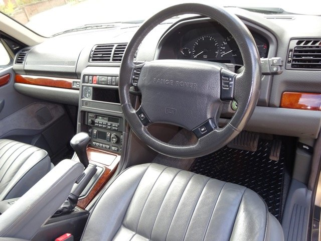 RANGE ROVER P38    4.6 HSE 1999 41,000 MILES SERVICE HISTORY For Sale (picture 2 of 6)
