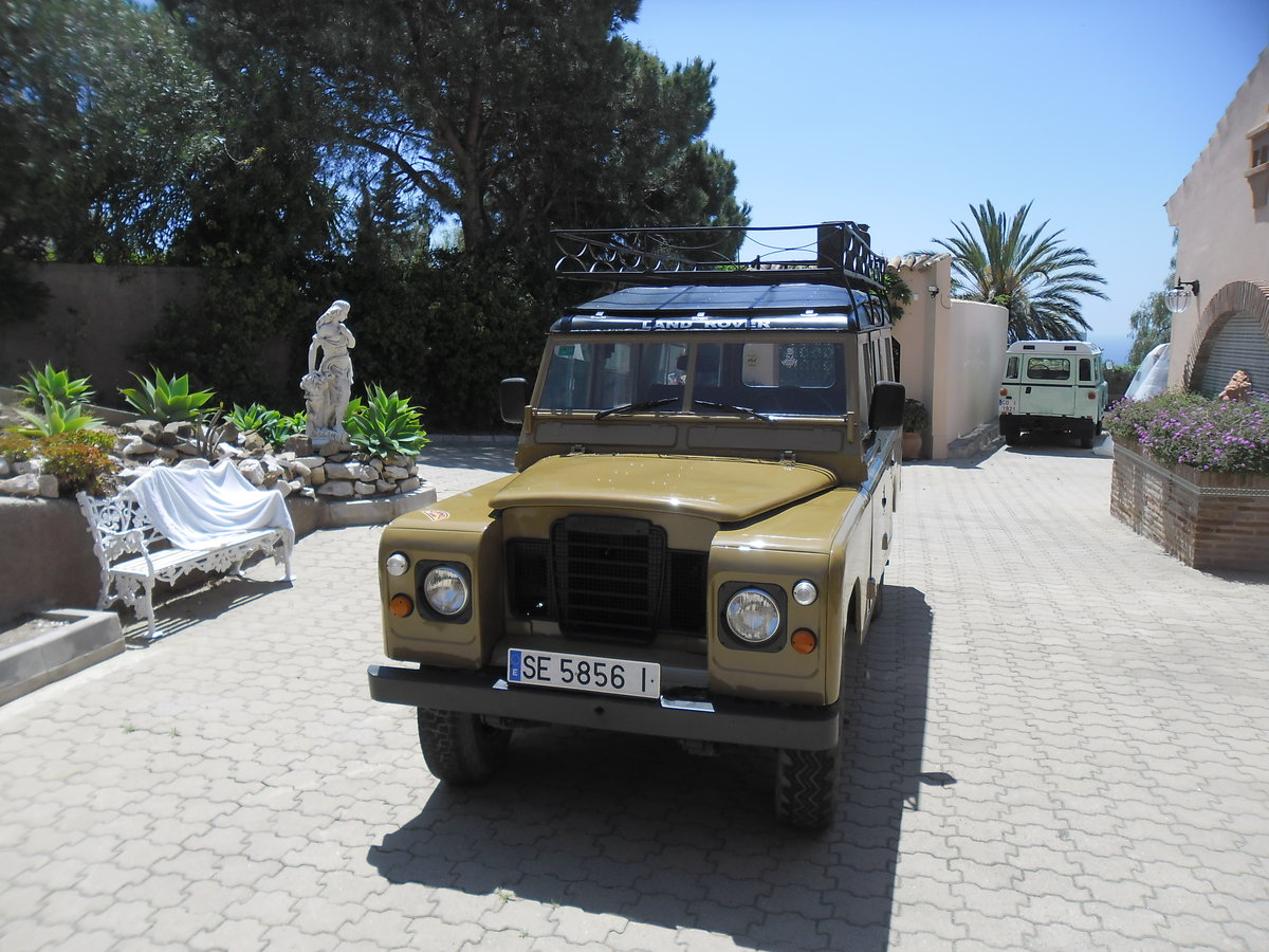 Classic Land Rover 109 Series III Station Wagon   1975 For Sale (picture 1 of 6)