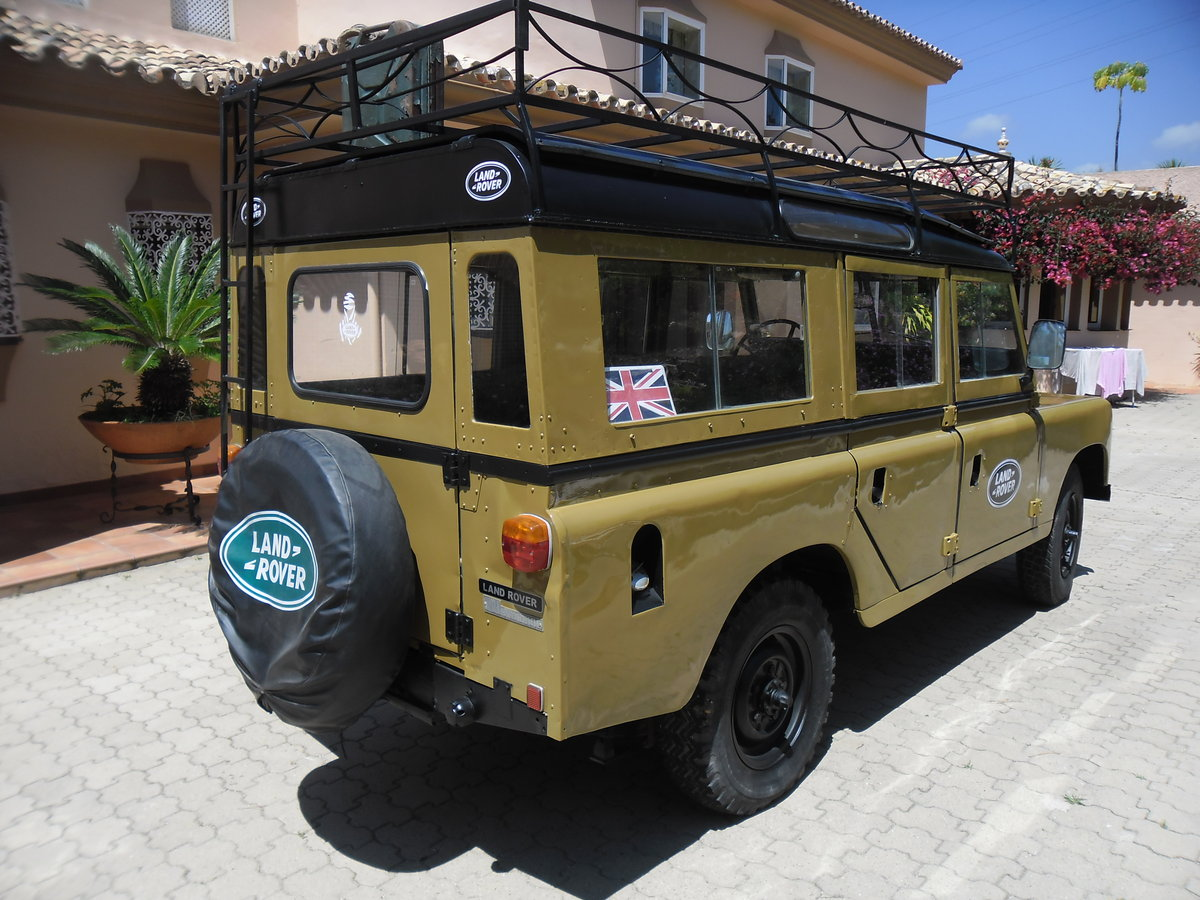 Classic Land Rover 109 Series III Station Wagon   1975 For Sale (picture 2 of 6)