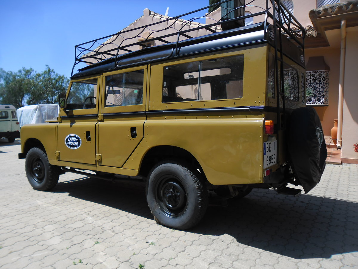 Classic Land Rover 109 Series III Station Wagon   1975 For Sale (picture 3 of 6)