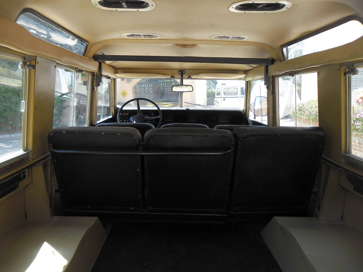 Classic Land Rover 109 Series III Station Wagon   1975 For Sale (picture 4 of 6)