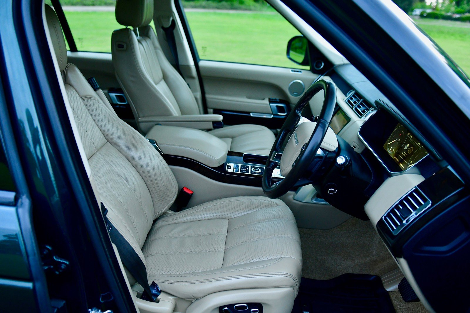 2014  LAND ROVER RANGE ROVER 4.4 SDV8 VOGUE SE 5DR AUTOMATIC SOLD (picture 5 of 6)