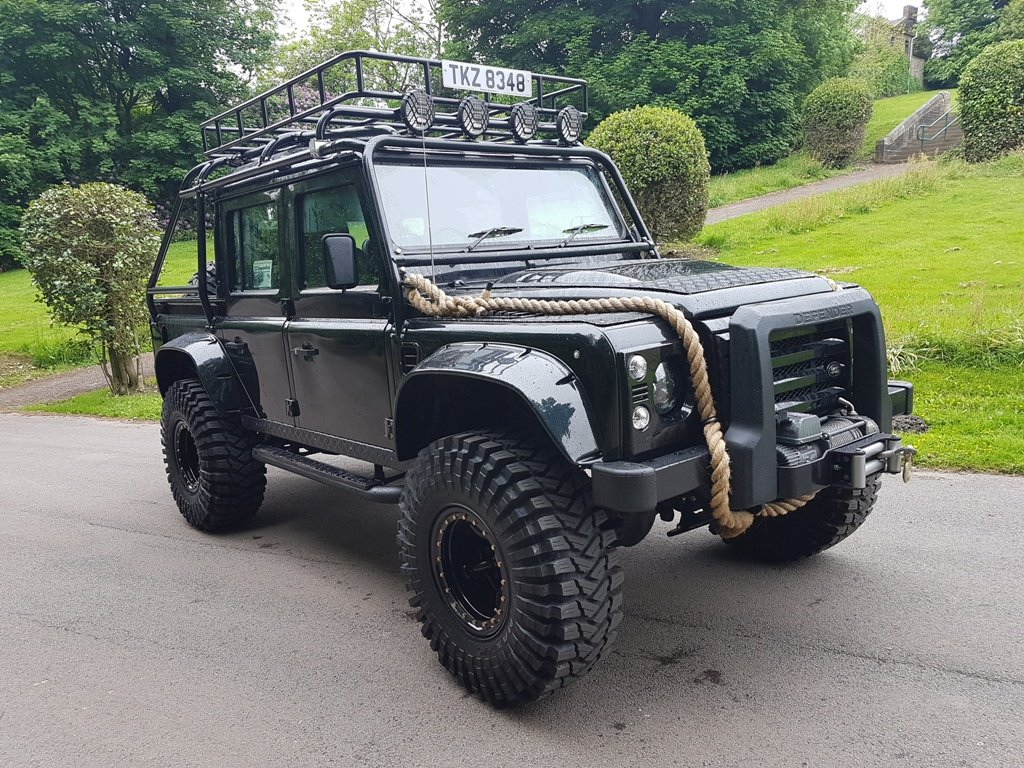 """2011 LAND ROVER DEFENDER """"SPECTRE"""" EDITION For Sale (picture 1 of 6)"""