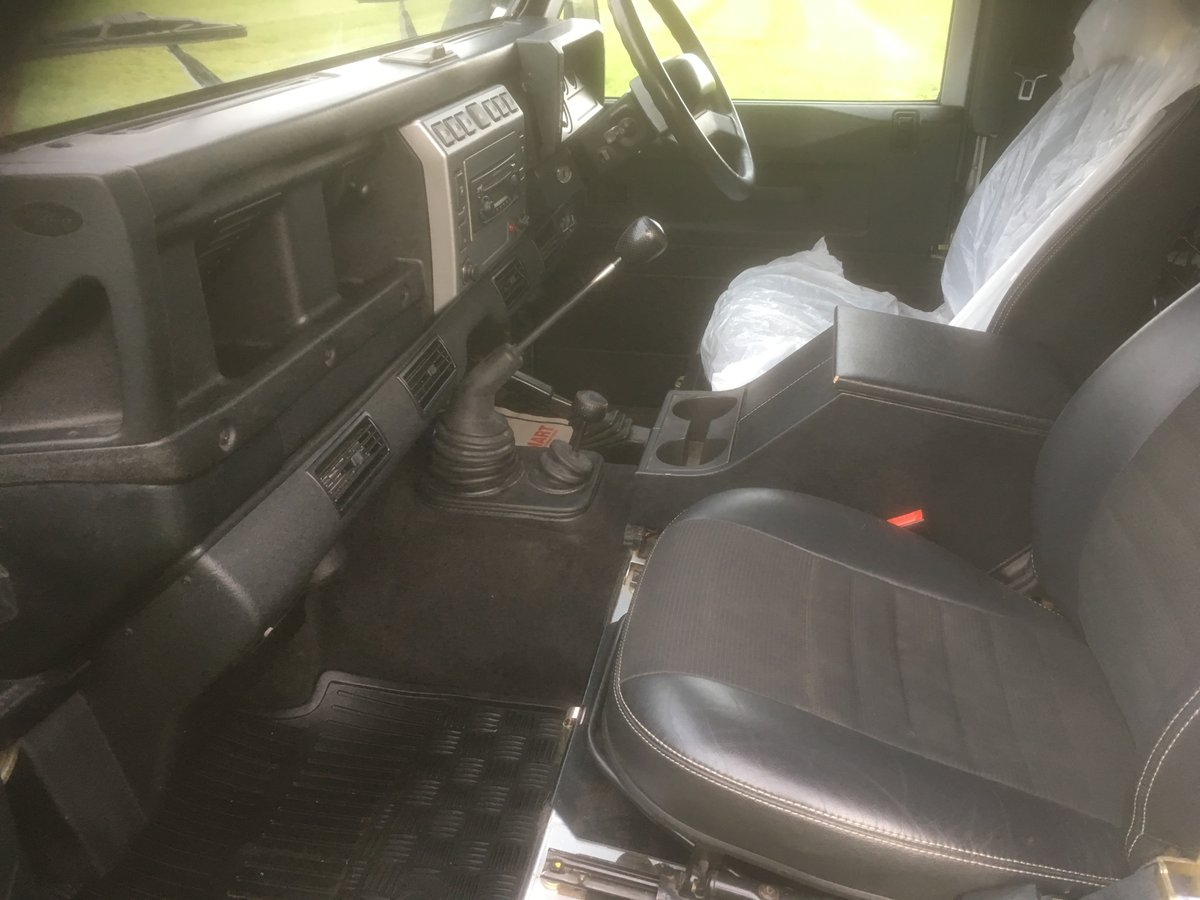 2005 Land Rover Defender 90 XS Factory Station Wagon SOLD (picture 5 of 6)