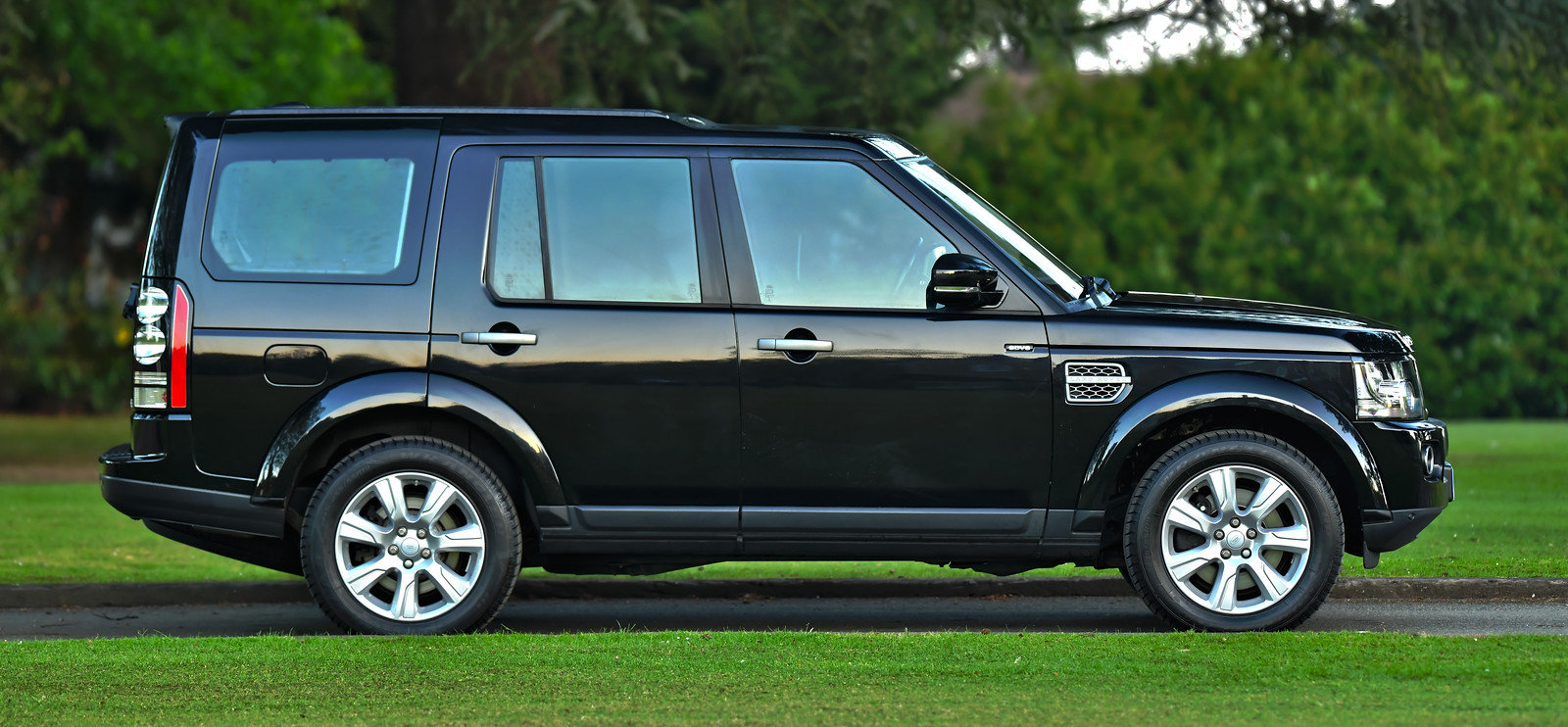 2015 Land Rover Discovery 3.0 SDV6 SE Tech 5dr Auto For Sale (picture 2 of 6)