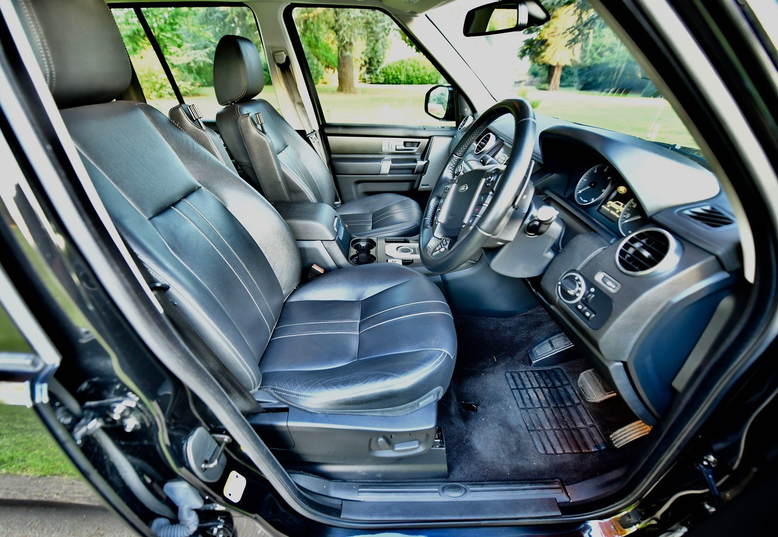 2015 Land Rover Discovery 3.0 SDV6 SE Tech 5dr Auto For Sale (picture 4 of 6)