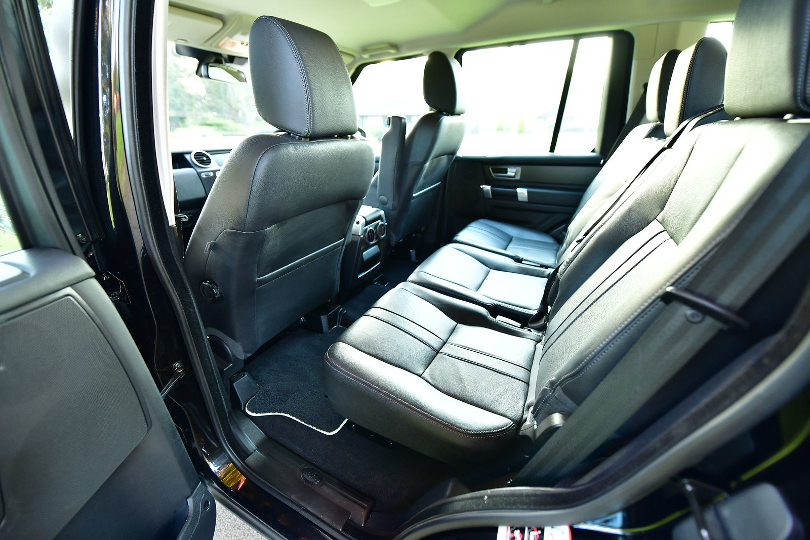 2015 Land Rover Discovery 3.0 SDV6 SE Tech 5dr Auto For Sale (picture 5 of 6)