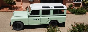 Classic Land Rover 109 Series III Station Wagon   1979