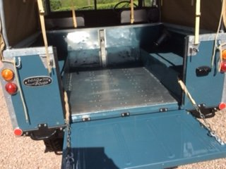 1975 Completely Restored Land Rover Series 3 For Sale (picture 2 of 5)