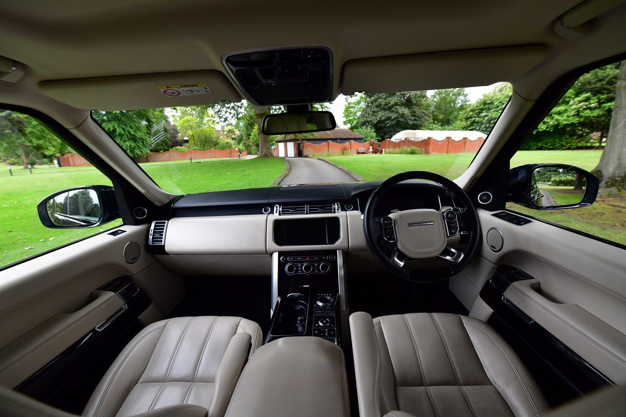 2014 Land Rover Range Rover Vogue 4.4 SDV8 339 BHP For Sale (picture 4 of 6)